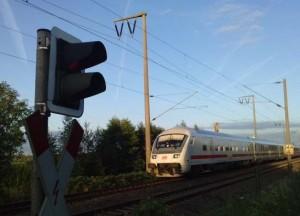 Wenn es nach der Hamburger Polizei geht, bleibt der Zug mit den Fans von Hansa Rostock draußen vor der Stadt.
