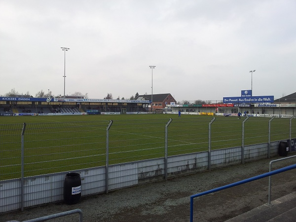 Ostfrieslandstadion Emden - auch Eintrachts Zwoote zieht leider den &quot;Joker&quot;